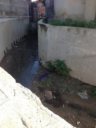 Self-built drainage channel. Evaristo Sourdis, Barranquilla.