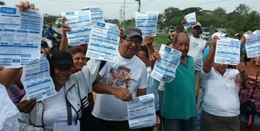 """Our water bills are too expensive"": protest against water prices. Barranquilla, metropolitan area."